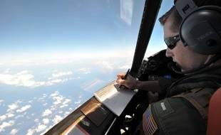 Un avion américain participe aux recherches pour retrouver des débris du vol EgyptAir, le 22 mai.