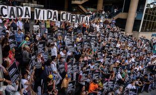 L'opposition vénézuélienne a organisé une manifestation pacifique à Caracas le 30 août 2017