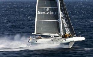 Le groupe français DCNS, spécialisé dans l'armement naval, a décidé d'apporter son soutien au navigateur Alain Thébault, père du trimaran à foils Hydroptère, pour s'attaquer à plusieurs grands records océaniques, dont ceux des traversées du Pacifique et de l'Atlantique.