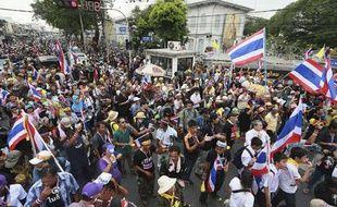 Mardi 26 novembre, des manifestants thaïlandais se mobilisent devant le ministère de l'Intérieur à Bangkok.
