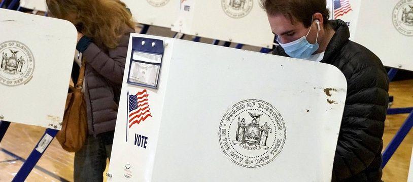Des électeurs à New York lors de la présidentielle américaine du 3 novembre 2020.