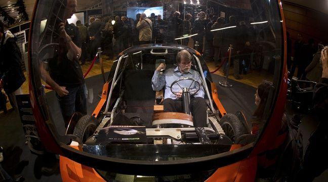 La voiture Urbee, fabriquée presqu'entièrement par une imprimante 3D, le 15 novembre 2013, à Paris. – JOEL SAGET / AFP