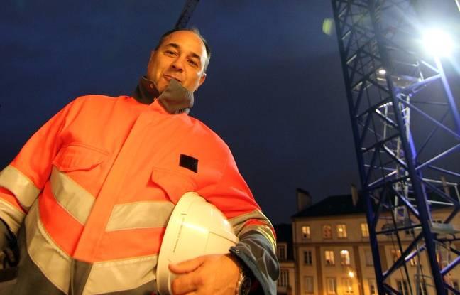 Hernane Domingues est grutier. Il travaille sur le chantier de la place Saint-Germain.
