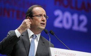 """François Hollande, candidat PS à la présidentielle, a qualifié jeudi de """"mystification"""" le projet de Nicolas Sarkozy visant à réformer la prime pour l'emploi."""