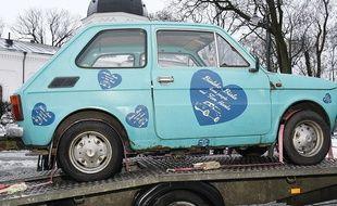 Des Polonais offrent à Tom Hanks une Fiat Polski 126 P