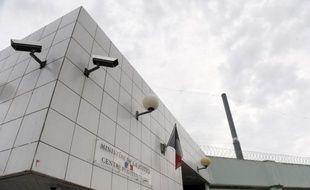 Six hommes ont finalement été mis en examen et deux ont été placés sous le statut de témoin assisté ce week-end à Bastia, dans le cadre d'une enquête sur des attentats commis en Haute-Corse en 2010 et 2011, a-t-on appris lundi de source judiciaire.
