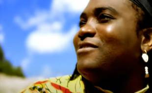 Le chanteur Wes Madiko dans le clip d'Alane, tube de l'été 1997.