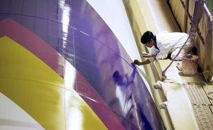 Les avions se succèdent sur l'ancienne base de l'Otan à Châteauroux, où l'un des plus grands sites européens de peinture d'avions donne leurs couleurs aux futurs vaisseaux du ciel, profitant du boom de l'aéronautique pour doubler ses effectifs.