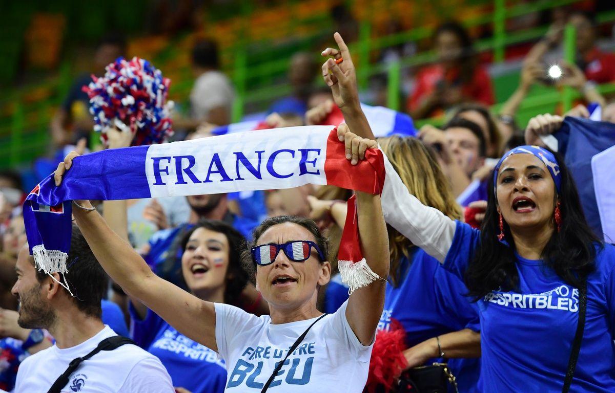 Des supporters de l'équipe de France de hand lors des JO de Rio en 2016 – FRANCK FIFE / AFP