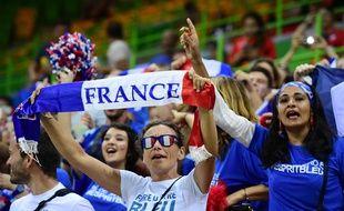 Des supporters de l'équipe de France de hand lors des JO de Rio en 2016