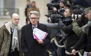 """Le secrétaire général de FO, Jean-Claude Mailly, a demandé jeudi à l'Etat d'""""intervenir"""" afin de """"retrouver des solutions"""" pour les 255 salariés de Lejaby qui vont être licenciés, """"un véritable drame""""."""
