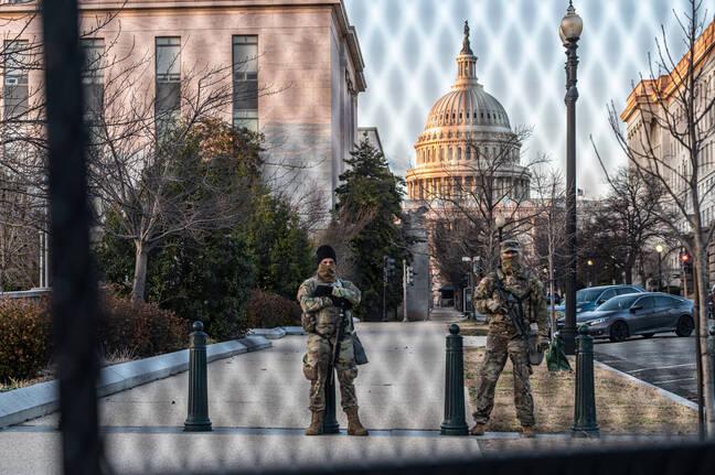 La sécurité du Capitole, à Washington DC, était renforcée le 4 mars dernier. Les services de renseignements américains craignaient une nouvelle tentative d'insurrection par les conspirationnistes QAnon — Mihoko Owada/Sipa USA/SIPA