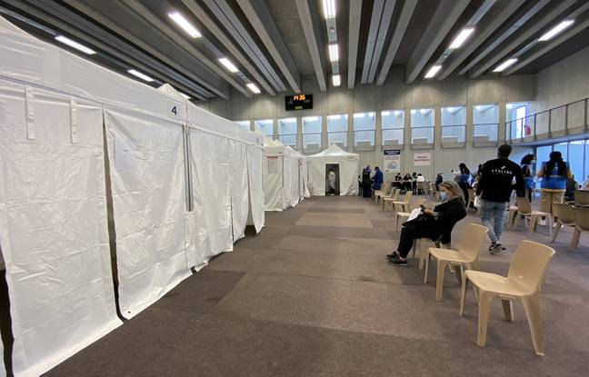 Dans le centre de vaccination éphémère de l'Ariane à Nice, près de 300 personnes s'étaient déplacées à la mi-journée