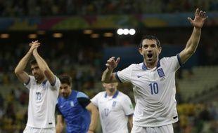 Karagounis et les Grecs fêtent leur qualification pour la Coupe du monde 2014, le 24 juin 2014 au Brésil.