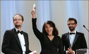 """Le prix du jury du Festival de Cannes a été décerné dimanche ex aequo à """"Persépolis"""" de Marjane Satrapi et à """"Lumière silencieuse"""" de Carlos Reygadas, a annoncé le président du jury Stephen Frears."""