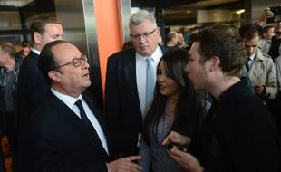 Le président de la République Francois Hollande après sa rencontre avec les syndicats et la direction de l'usine ArcelorMittal.