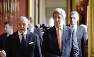 Le secrétaire d'Etat américain John Kerry est reçu par le ministre français des Affaires étrangères Laurent Fabius, le 7 mars 2015 à Paris