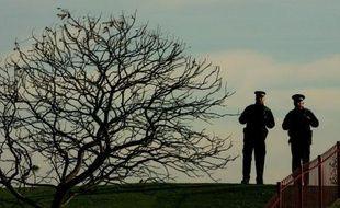 Plus de 23.000 policiers britanniques, soit 10% des effectifs, reçoivent un second salaire d'un travail autre que leur emploi dans les forces publiques, soit une hausse de près de 20% par rapport à 2011, selon des chiffres officiels publiés dimanche par le quotidien Mail on Sunday.