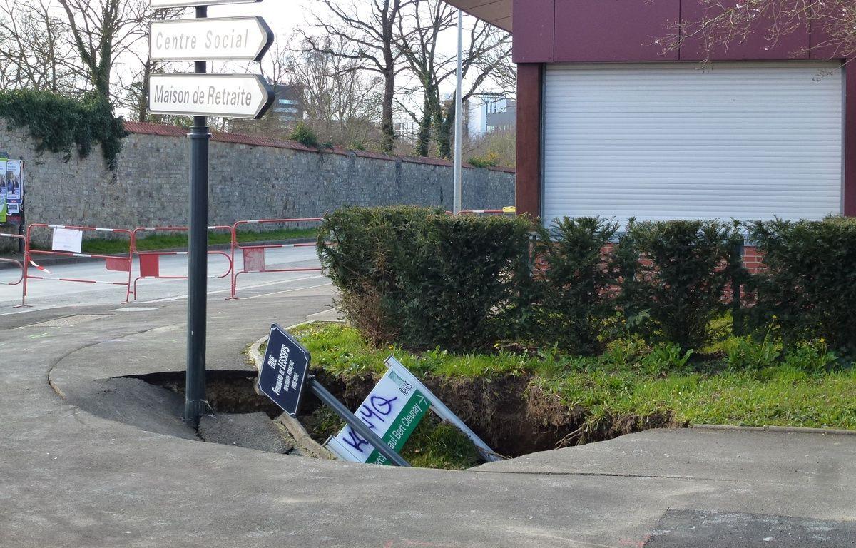 Le trottoir qui s'est affaissé est situé juste à côté des locaux du Cercle Paul Bert à Cleunay. – J. Gicquel / APEI / 20 Minutes