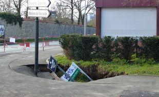 Le trottoir qui s'est affaissé est situé juste à côté des locaux du Cercle Paul Bert à Cleunay.