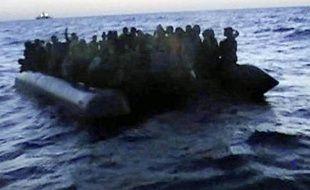 Une nouvelle embarcation transportant 137 immigrés, dont 22 femmes, est arrivée lundi à 03H00 GMT à Lampedusa, la plus proche île européenne de la Libye et de la Tunisie, ont rapporté les médias italiens.