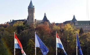 Des drapeaux européens dans le centre-ville du Luxembourg, le 23 octobre 2008
