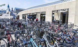 Un parking à vélo à Copenhague, capitale incontestée de la petite reine.