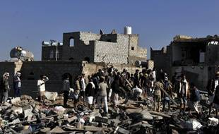 People gather at the bombed site near an air force base to search for casualties in Sanaa, YEMEN - 26/03/2015. Saudi Arabia and fellow Gulf Cooperation Council (GCC) member states launched airstrikes early Thursday on Houthi positions in Yemen.  Credit : Hani Ali/CHINE NOUVELLE/SIPA.  /CHINENOUVELLE_2603.a.005/Credit:CHINE NOUVELLE/SIPA/1503261953