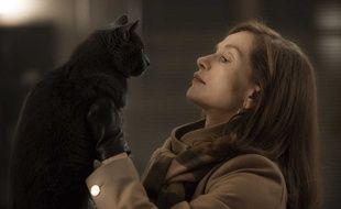 Isabelle Huppert (et un chat) dans «Elle».