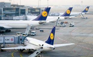 Des avions de la Lufthansa sur le tarmac de l'aéroport de Francfort en Allemagne, le 18 mars 2015