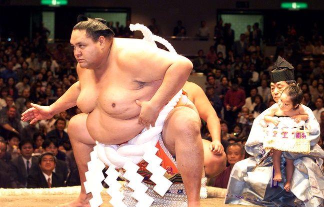 Le champion de sumo d'origine hawaïenne Akebono juste avant sa retraite à Tokyo, le 29 septembre 2001.