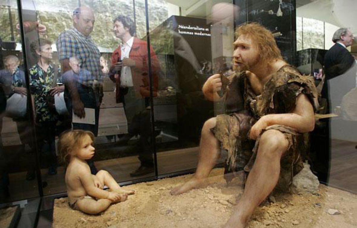Exposition sur l'homme de Néandertal, en juillet 2004, à Eyzies-de-Tayac. – PATRICK BERNARD / AFP PHOTO