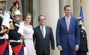 François Hollande reçoit le roi d'espagne Felipe VI et son épouse Letizia,à l'Elysée, le 22 juillet 2014.
