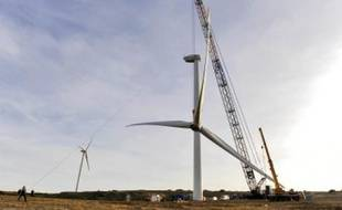 Installation d'éoliennes dans la commune de Villeveyrac, dans l'Hérault.