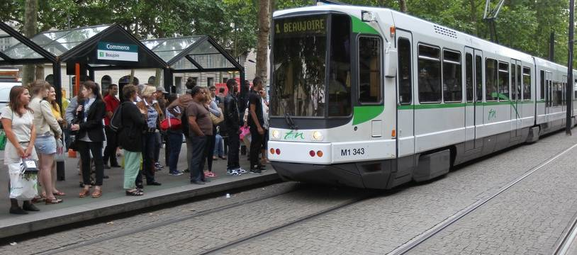 NANTES, le 03/07/2012 Un tram de la TAN