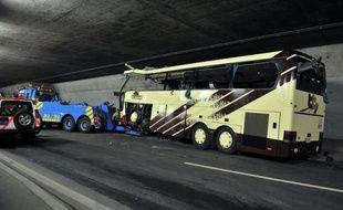 La cause de l'accident du car belge, qui a fait 28 morts et 24 enfants blessés le 13 mars dernier en Suisse, n'est toujours pas déterminée, selon le juge d'instruction en charge du dossier à Sion dans le canton du Valais (sud).