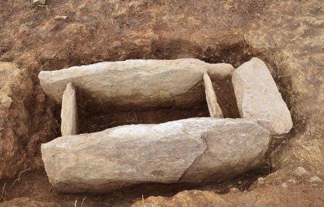 La nécropole mise au jour comporte entre 60 et 70 tombes.