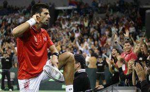 Novak Djokovic harrangue le public de l'Arena de Belgrade, lors de la demi-finale de Coupe Davis Serbie-République Tchèque, le 19 septembre 2010