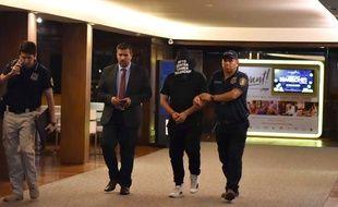 La police paraguayenne a perquisitionné l'hôtel dans lequel séjournent Ronaldinho et son frère.