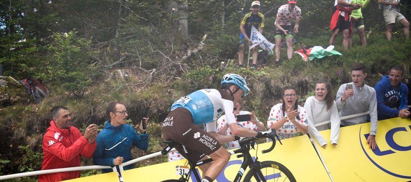 Romain Bardet lors de l'ascension de la Planche des Belles Filles, à l'occasion de la 6e étape du Tour de France, le 11 juillet 2019.