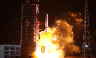 La Chine entend percer les mystères de la face cachée de la Lune.