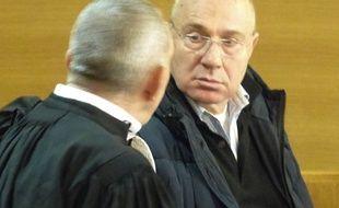 Le directeur du ballet de l'Opéra de Lyon, ce 9 novembre 2017, en compagnie de son avocat Me Frédéric Doyez au tribunal correctionnel de Lyon.