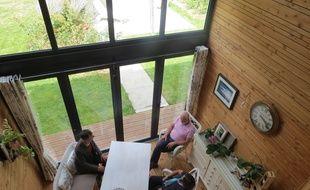 Martine et Stéphane habitent dans une maison en bois