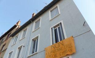Villeurbanne, le 10 juin 2014. Un collectif de riverains de Villeurbanne s'oppose a l'implantation d'antennes 4 G sur le toit d'un immeuble situé à deux pas d'une crèche et d'une école.