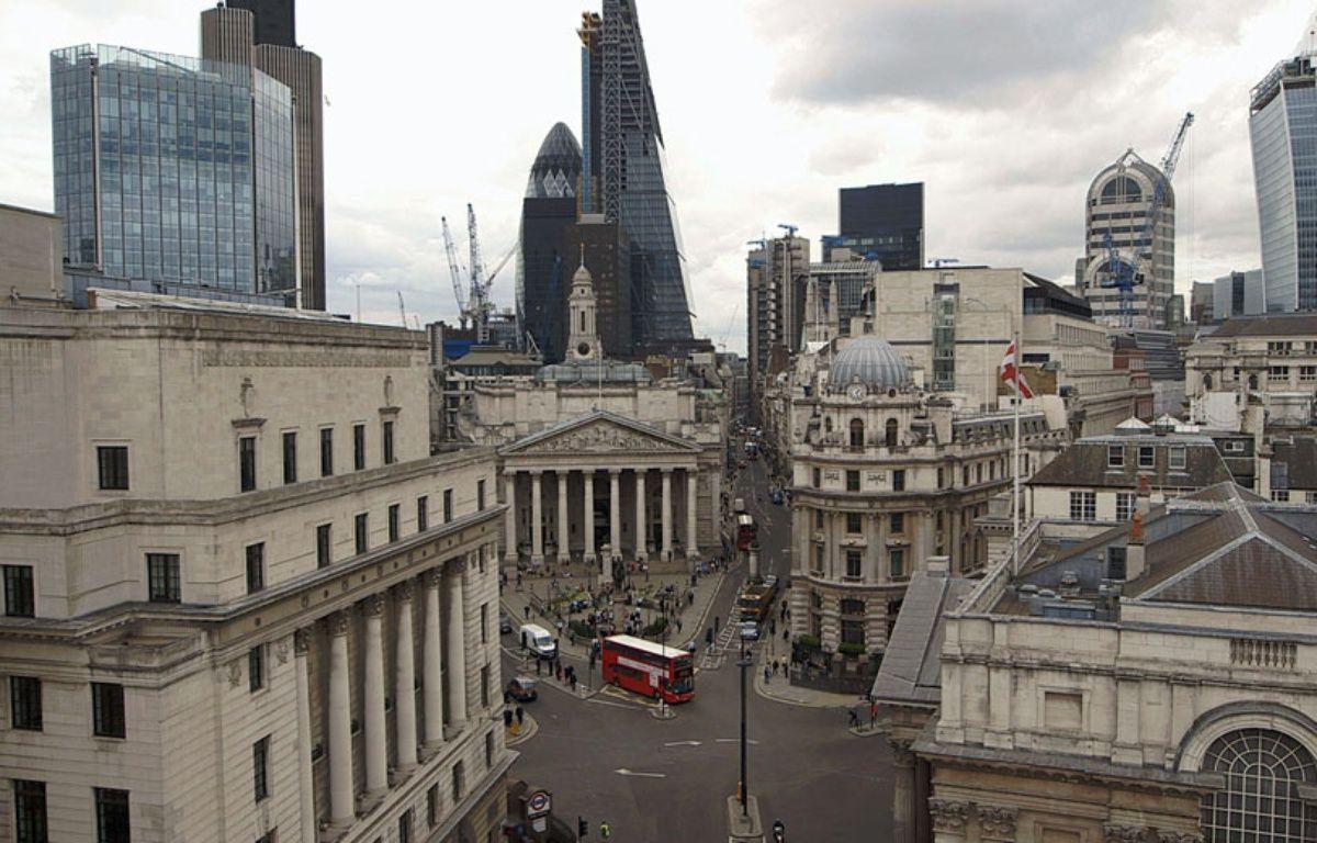 Image de la City dans le documentaire de Harold Crooks Le Prix à payer.  – ARP Sélection
