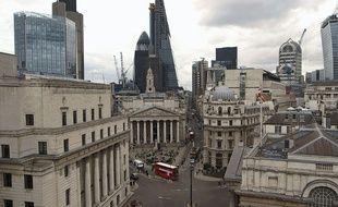 Image de la City dans le documentaire de Harold Crooks Le Prix à payer.