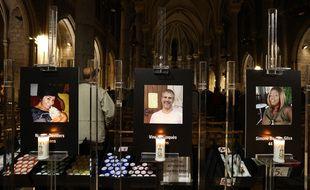 Les portraits des trois personnes tuées jeudi ont été exposés à l'entrée de la basilique