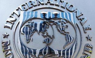 Le logo du FMI au siège de l'organisation à Washington