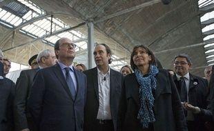 Le président de la République François Hollande, Xavier Niel, fondateur d'Iliad et Anne Hidalgo, maire de Paris, ont lancé les travaux de la Halle Freyssinet, à Paris (13e), le 22 octobre 2014.