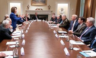 Nancy Pelosi le doigt levé face à Donald Trump le 16 octobre 2019.